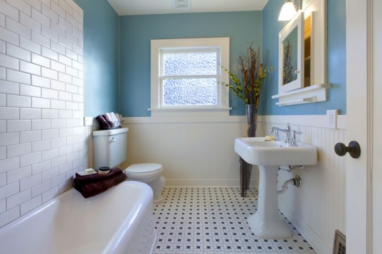 bathroom-with-window-537x358